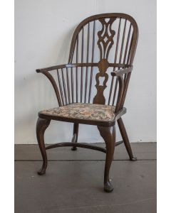 Pre-owned Baker Georgian period Windsor chairs, w/ yew frame, upholstered seat, and pierced splat.